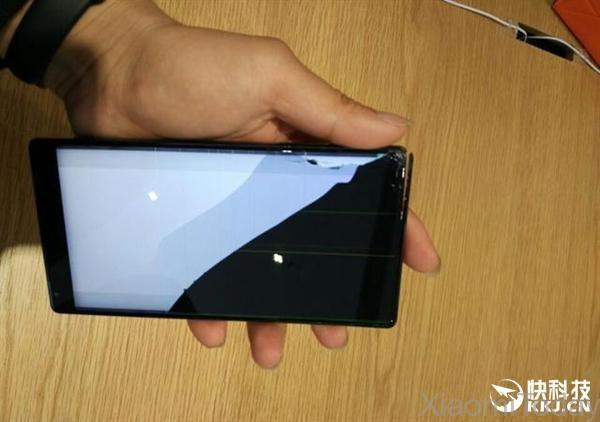 Xiaomi MI Mix smartphone senza bordi