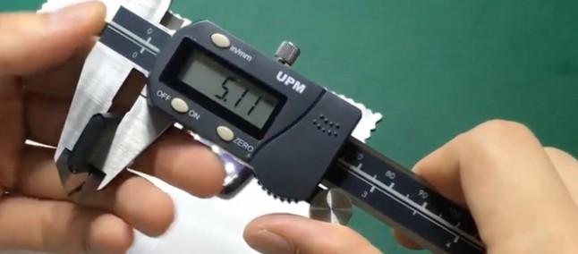 Apple Watch 2, la pinza digitale conferma il display più sottile e la batteria più spessa