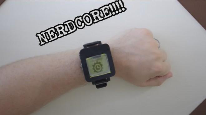 Nokia 1100 trasformato in smartwatch grazie a scheda Arduino e stampa 3D