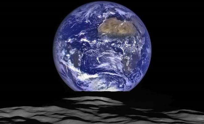 Immagine spettacolare: il sorgere della Terra visto dalla Luna