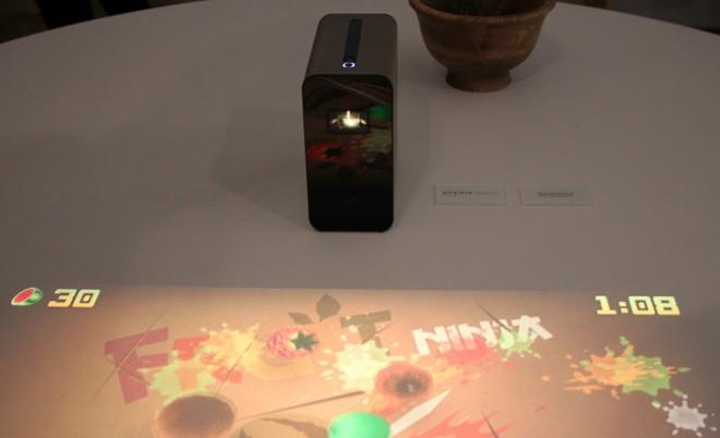 Sony Xperia Projector trasforma pareti e scrivanie in schermi touch (video)