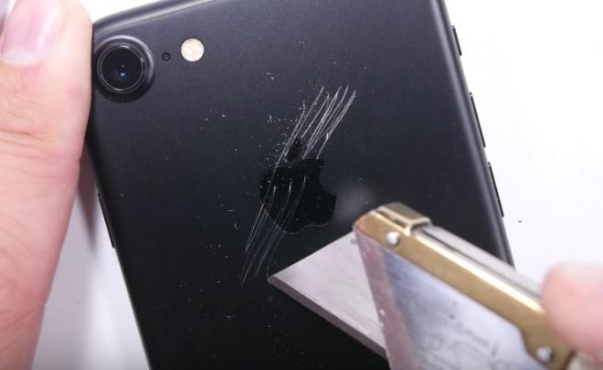 iPhone 7 passa il #bendtest ma non è immune a lame e chiavi