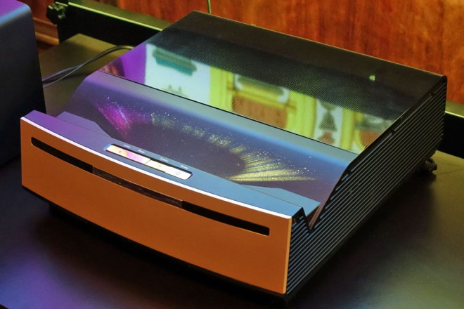 Il proiettore laser 4k hdr optoma riempie 140 a for Distanza tv 4k