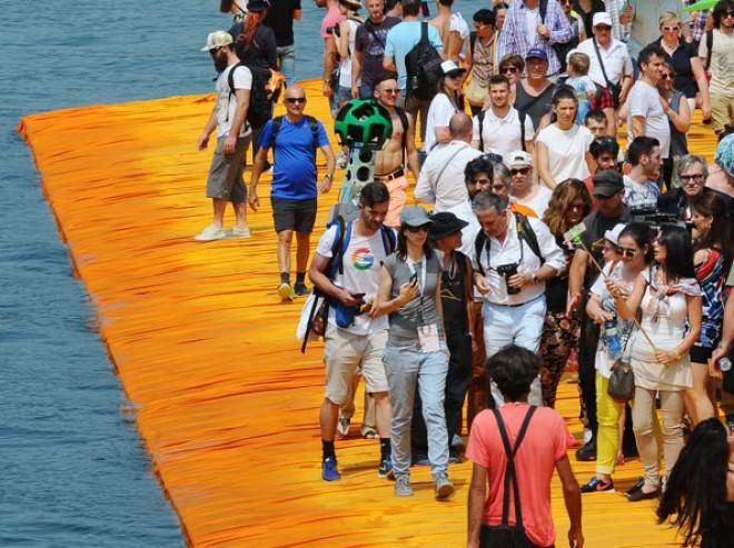 Passerella di Christo chiusa per sempre: 1,5 milioni di visitatori