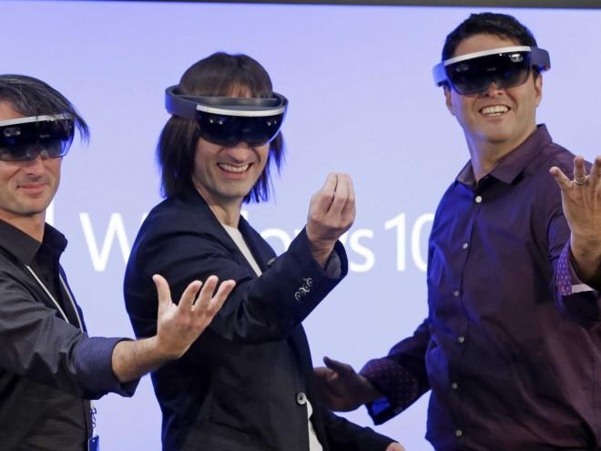Microsoft Hololens, in arrivo la connessione al PC da remoto e altre nuove funzionalità